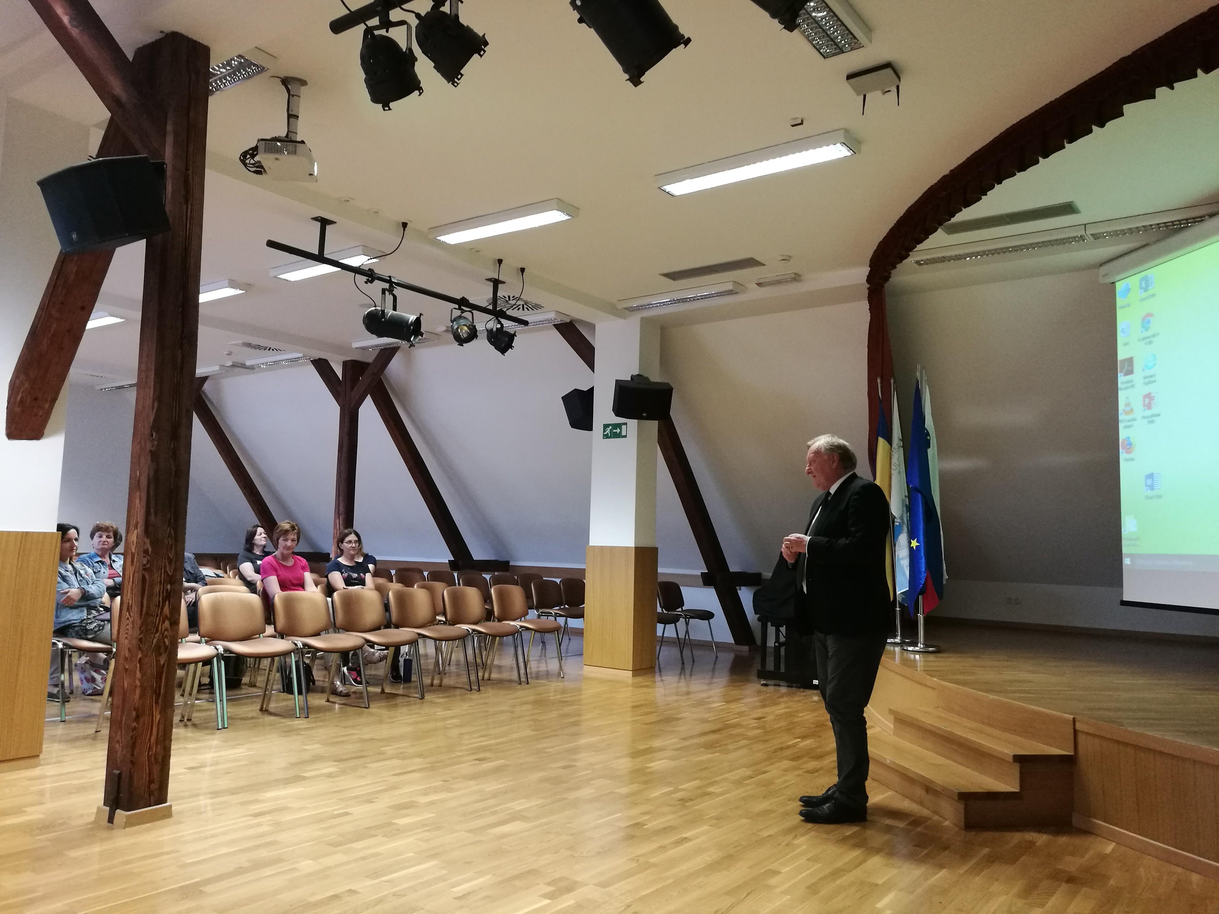 Uvodni pozdrav z ravnateljem I. gimnazije v Celju, Antonom Šepetavcem.