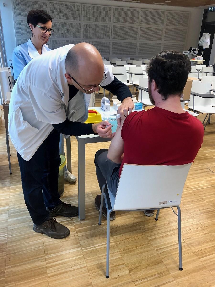 Tradicionalno brezplačno cepljenje proti gripi za študente medicine v Mariboru
